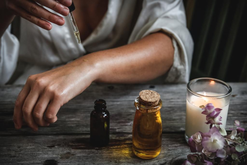 Combining the effects of CBD with other essential oils has an amplified effect on the body.